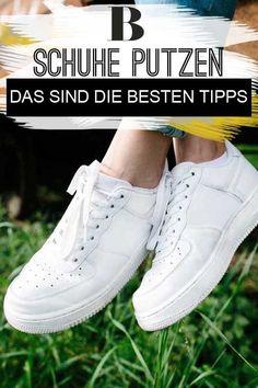 Schuhe putzen: Das sind die besten Tipps. Die wenigsten haben wohl noch einen Schuhputzkasten zuhause. Aber es gibt ein Glück genügend Hausmittel, die deine Schuhe wieder glänzen lassen. Schuhe putzen ist nicht schwer, wenn man die richtigen Handgriffe kennt. Wir verraten, wie ihr bei Leder, Lack und Stoff vorgeht und welche Hilfsmittel benötigt werden. #haushalt #putzen #lifehack #schuhe #schuheputzen #tipps #hausmittel Superga, Clean House, Cleaning, Lifestyle, Sneakers, Shoes, Hacks, Blog, Fashion