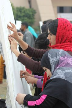#GlowGraffiti visits artistic students at University of Gujrat!