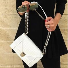 Beautiful White Bag with a pair of Sunglasses via… Dior Handbags, Fashion Handbags, Purses And Handbags, Replica Handbags, Dior Fashion, Fashion Books, Diorama Bag, Christian Dior Bags, Versace Bag