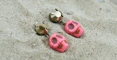 'Be an invincible pirate' with these pink skull & Swarovski studs $26,-