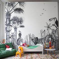 Le papier peint noir et blanc The Wild de la marque Bien Fait au décor de jungle intérieure exotique est inspiré des paysages du Douanier Rousseau et vous fera voyager dans un magnifique safari imaginaire. Décoration et mobilier design à Paris.