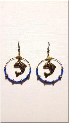 Boucles d'Oreilles dauphin perles plates bronze et perles de rocaille bleu : Boucles d'oreille par aliciart