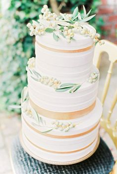53 trendy wedding cakes white and gold inspiration Diy Wedding Video, Diy Wedding Cake, Wedding Cake Designs, Wedding Decorations, White And Gold Wedding Cake, Sage Green Wedding, Trendy Wedding, Perfect Wedding, Big Cakes