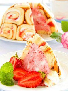 Zuccotto to strawberries - Zuccotto alle fragole: preziose roselline di pasta biscuit farcite con gelato alla fragola. Un dolce raffinato e coreografico che vi ammalierà.