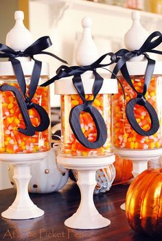 10 Sweet Ways to Decorate With Halloween Candy Try a cheeky take on holiday decor with the season's iconic treats. Halloween Candy Crafts, Halloween Cans, Spirit Halloween, Holidays Halloween, Vintage Halloween, Holiday Crafts, Holiday Fun, Halloween Decorations, Halloween Ideas