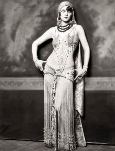 Ziegfeld Model - Non-Risque - 1920s - by Alfred Cheney Johnston