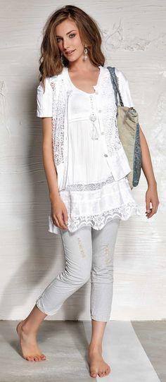 Blusa blanca con encaje.