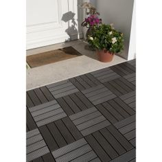 Pour une terrasse déco et écolo, optez pour des dalles grises en composite à clipser. http://www.amenager-ma-maison.com/dalle-terrasse-grise-PR-338.html