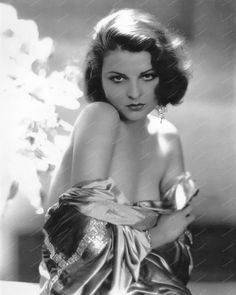 Lilian Bond British Born Actress 8x10 Reprint Of Old Photo