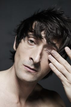 Picture of Adrien Brody Adrien Brody, Human Photography, Portrait Photography, Eye Of Horus Illuminati, Grunge Guys, Thing 1, Portrait Poses, Portraits, Workout Exercises