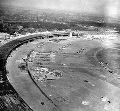 Berlin   Tempelhofer Feld, 1945