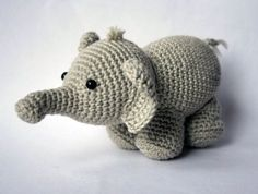 Download this free pattern at Amigurumipatterns.net I think i'm gonna make this for our little nephew :)  in blue.