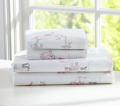 Love the gray and pink combination. Anna loves this Laura Horse Sheet Set Big Girl Bedrooms, Girls Bedroom, Dream Bedroom, Kids Bed Sheets, Crib Sheets, Horse Bedding, Bedroom Themes, Bedroom Ideas, Baby Furniture