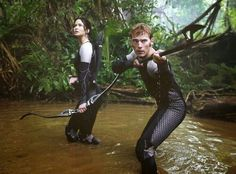 Jennifer Lawrence & Sam Claflin from Hunger Games: Catching Fire Movie Pics | E! Online