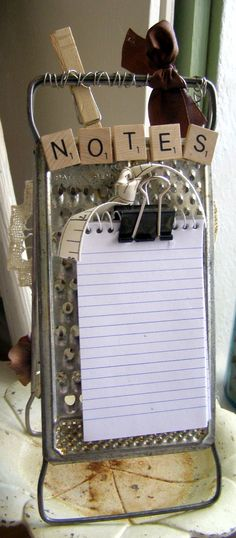 note board from two graters Rustic Crafts, Country Crafts, Primitive Crafts, Vintage Crafts, Diy Projects To Try, Crafts To Make, Craft Projects, Diy Crafts, Craft Ideas