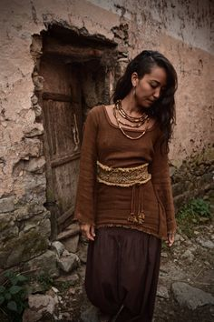 simple if worn without belt and definitely more elaborate when worn with belt , which you can use with any other cloth