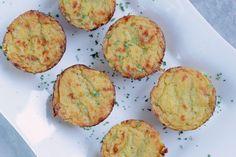 Eine wundervolle Beilage oder auch der perfekte Snack für Dein Party-Buffet!   Ihr benötigt für 6 Stück: ♡ 500 g mehligkochende Kartoffeln, geschält ♡ 1 Schalotte ♡ 1 Knoblauchzehe ♡2 E…