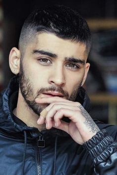 Find and save inspirational imagery of former One Direction member Zayn Malik. Estilo Zayn Malik, Zayn Malik Fotos, Zayn Malik Style, Selena Quintanilla Perez, Zany Malik, Malik One Direction, Beard Styles, Haircuts For Men, Trendy Hairstyles