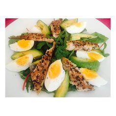 Mackerel, avocado, egg, rocket & spinach  #RealFood #RealResults #healthybody #EatWellwithLucy #EatClean