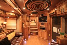 Amazing! Living Quarter horse Trailers Custom Made By Outlaw Conversions.  Oh yeah baby I could show like this for sure.
