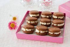 Macarons de chocolate rellenos de chocolate blanco