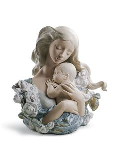 Lladró is a Spanish brand dedicated since 1953 to the creation of art porcelain figurines at the brand's only factory in the world, in Valencia. Porcelain Jewelry, Fine Porcelain, Porcelain Ceramics, Porcelain Tiles, Painted Porcelain, Hand Painted, 6 Month Baby Picture Ideas, Statue Antique, Ceramic Animals