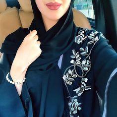 No photo description available. Abaya Fashion, Kimono Fashion, Modest Fashion, Iranian Women Fashion, Islamic Fashion, Abaya Dubai, Modern Abaya, Hijab Fashionista, Casual Hijab Outfit