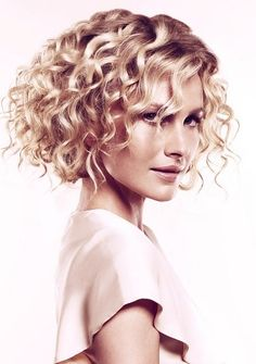 medium-curly-hair-styles-2013-02