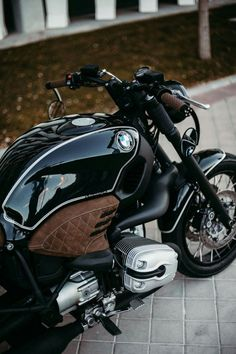 """""""Four wheels move the body. Two wheels move the soul."""" Bmw by 🏍 """"Success is the sum of """"… Bmw Cafe Racer, Cafe Racer Style, Custom Cafe Racer, Cafe Racer Build, Cafe Racer Motorcycle, Motorcycle Helmets, Bmw R1200c, Bike Bmw, Cool Motorcycles"""