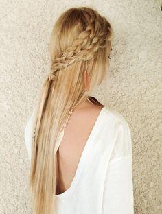 Long hairstyle with two braids on the side, for a Spring or Summer ngiht event. // Coiffure longue avec deux tresses sur le côté, pour une soirée de printemps ou d'été, formelle ou informelle.