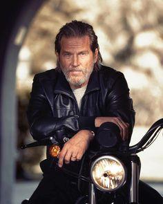 Jeff Bridges for Nobleman // 2017 photographed by John Russo Hollywood Stars, Classic Hollywood, Boy Celebrities, Celebs, Biker Boys, Grey Beards, Porsche Models, Jeff Bridges, Moto Style