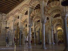 La Primitiva Mezquita de Abderramán I comenzó a construirse en 786 en la ciudad de Córdoba. Luego sería ampliada