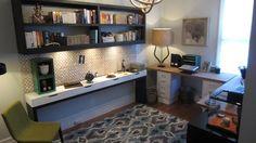 Design V.I.P. - Le bureau de Catherine Bérubé Guest Room Office, Home Office, Laminate Flooring, Decoration, Home Remodeling, Vip, Corner Desk, Interior Design, Workspaces