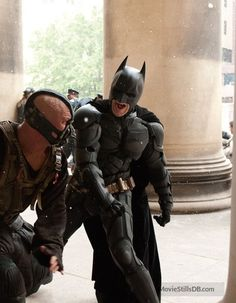 A gallery of The Dark Knight Rises publicity stills and other photos. Featuring Christian Bale, Anne Hathaway, Tom Hardy, Marion Cotillard and others. The Dark Knight Trilogy, The Dark Knight Rises, Batman The Dark Knight, Im Batman, Batman Comics, Batman Robin, Dc Movies, Comic Movies, Old Family Movies