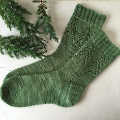 'Evergreen Socks' by Madeline Gannon Great in green - or any colour! The 'Evergreen Socks' have been on the radar since a wave of casting on of this pattern on Christmas Eve in a knit-along. The perfect mix of simple detailing and fes. Crochet Socks, Knit Or Crochet, Knitting Socks, Lace Knitting, Knit Socks, Knitted Slippers, Knitting Machine, Vintage Knitting, Crochet Granny