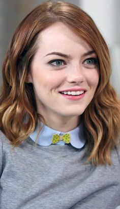 Celebs like them may have changed hair colors from time to time, but they never ditched their natural ringlets. Kristen Stewart Boyfriend, Kristen Stewart Instagram, Kristen Stewart Movies, Emma Stone Style, Emma Stone Hair, Enma Stone, Actress Emma Stone, Celebrity Hairstyles, Hollywood Actresses
