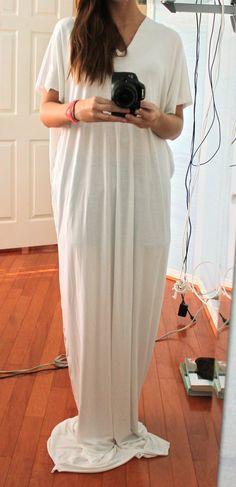 Sweet Verbena: Boho Maxi Dress: a tutorial - a big rectangle of jersey with slits for head and arms Maxi Dress Tutorials, Diy Dress, Apron Dress, Boho Dress, Dress Ideas, Diy Clothing, Diy Fashion, Dress Fashion, Fashion 2018