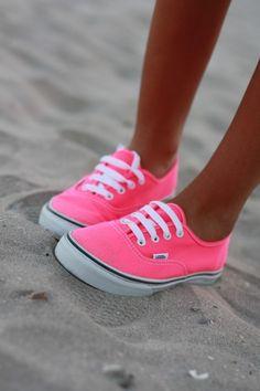 Pink <3  Que lindos pero en la arena JAMAS