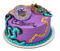 Descendants Rock This Style Cake Decorating Set: Includes compact mirror and tiara. Mirror: 3 x 4 tiara W x All other items pictured on cake are made of icing and not included. 3rd Birthday Cakes, 6th Birthday Parties, 8th Birthday, Birthday Ideas, October Birthday, Cake Decorating Kits, Birthday Cake Decorating, Desendants Cake, Disney Decendants