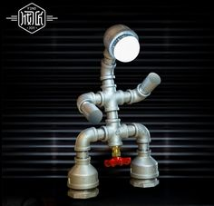 94.49$  Buy now - http://ali1z3.worldwells.pw/go.php?t=32686595169 - New Vintage Industrail Iron Robot Water Pipe Desk Lamp Personality Loft Table Lamp For Cafe Bar Home Lightings Luminaria De Mesa 94.49$