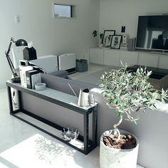mi-さんの、My Shelf,DIY,北欧,白黒,モノトーン,オリーブの木,タイル風,グレーについての部屋写真