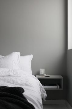 Minimalist Bedroom Design for Modern Home Decor - Di Home Design Gray Bedroom Walls, Grey Walls, Home Bedroom, Bedroom Decor, Bedroom Table, Bedroom Furniture, Bedroom Ideas, Country Bedroom Design, French Country Bedrooms
