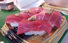 Why hello there tuna!  #tsukiji #tsukijimarket #fresh #seafood #japan #tokyo #crab #lobster #damngood #market #ocean #uni #tuna  #instagood #instatokyo #sushi #sashimi