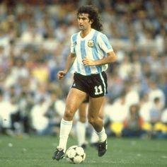 Mario Kempes sacked from Valencia ambassadorial role Best Football Players Ever, Football Kits, Sport Football, Kids Soccer, Soccer Stars, Sports Stars, Soccer World, World Football, Lionel Messi