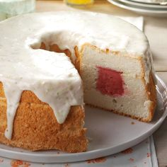 Sherbet-Filled Angel Food Cake Recipe -Here's a cool way to treat angel food cake: Fill it with sherbet or ice cream. We finish this cake with a tart, sweet lime glaze. Icebox Desserts, Icebox Cake, Frozen Desserts, Fun Desserts, Food Cakes, Cupcake Cakes, Bundt Cakes, Light Summer Desserts, Cake Recipes