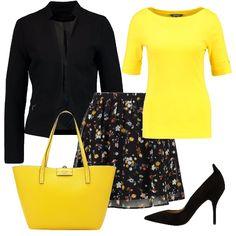 Perno centrale di questo outfit è la minigonna a fiori su fondo nero. Maglia gialla con mezza manica e blazer nero. A rendere più elegante il tutto è la décolleté nera con tacco a spillo e la borsa a mano di colore giallo.