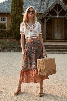 bohemian fashion - Google Search Boho Chic, Style Hippie Chic, Hippie Chic Fashion, Bohemian Style Clothing, Bohemian Skirt, Boho Dress, Style Fashion, Bohemian Outfit, Coral Fashion