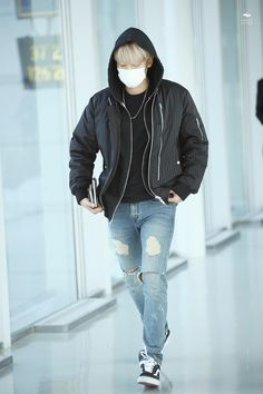 Incheon Airport to Nanjing 151211 : Baekhyun (1/2)