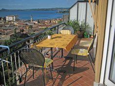 Ferien in Maderno am Gardasee Lake Garda, Outdoor Furniture Sets, Outdoor Decor, Patio, Home Decor, Modern, Beautiful, Renting, Apartments