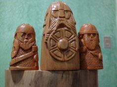 All hail the king! Viking Chess, Viking Art, Woodworking Books, Woodworking Projects, Vikings Game, Viking Dragon, Viking Helmet, Walking Sticks And Canes, Chess Pieces